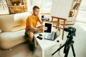 essential vlogging equipments
