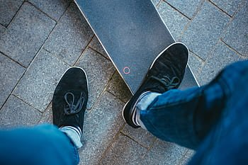 find right foot to ride electric skateboard